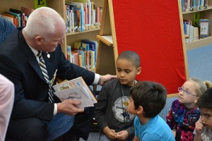 Sheriff Ingram Reading to Kids